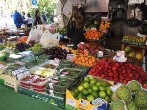fruit-londoner-in-granada-market